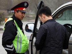 В Уральске пьяный водитель сжевал стеклянную пробирку