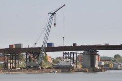 Работы на мосту остановились
