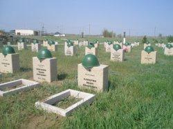Горсть  родной земли на могилу солдата