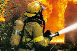 Прежде чем загасить пламя, пожарные долго искали воду